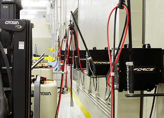 V Force 24 36 48v Hfe High Efficiency Forklift Chargers Crown Equipment